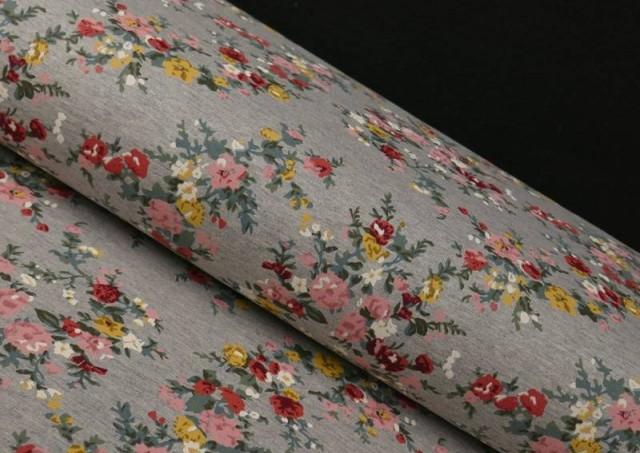 Tela de Sudadera Invierno Flores Románticas
