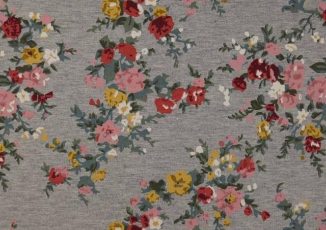 Comprar online Tela de Sudadera Invierno Flores Románticas