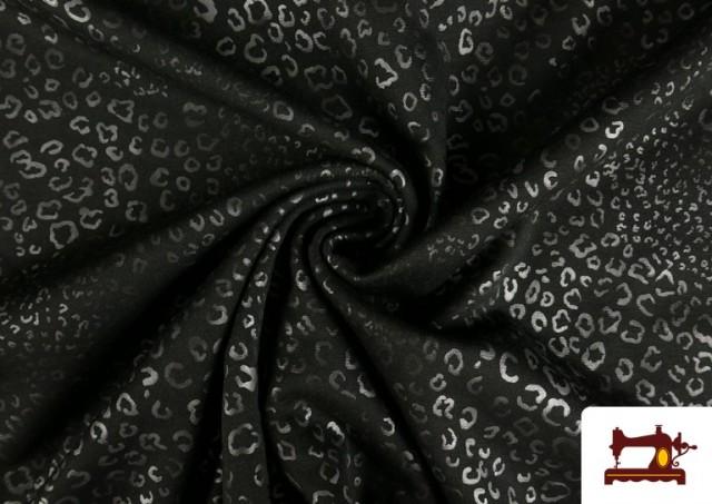 Comprar online Tela de Punto de Roma Estampado Leopardo Brillante color Gris claro