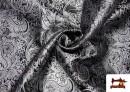 Comprar online Tela Jacquard de Seda de Colores con Cachemir Plata. color Negro