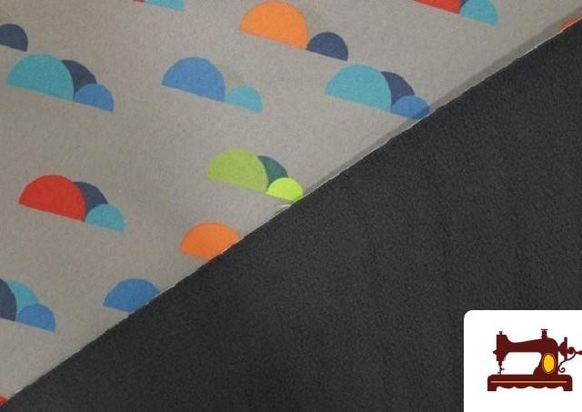 Comprar online Tela de SOFTSHELL estampado Montañas de colores color Gris